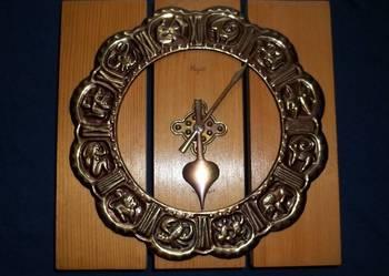 Zegar elektryczny wiszący MAJAK w drewnie.