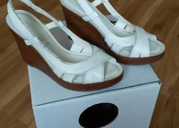 31665499e37aa Białe sandałki, na koturnie, 37, jak nowe