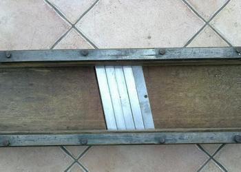 Szatkownica  dębowa  cztero  nożowa z okuciem metalowym