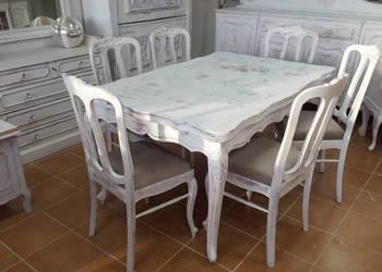 Bogato rzeźbiony pałacowy stół