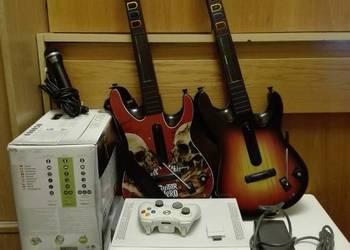Zestaw konsola Xbox 360 + pad + 2 gitary + kolekcja 40 gier