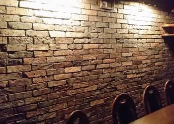 Układanie płytek z cegły rustykalnej