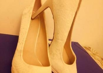 Białe szpilki New look ślubne 43