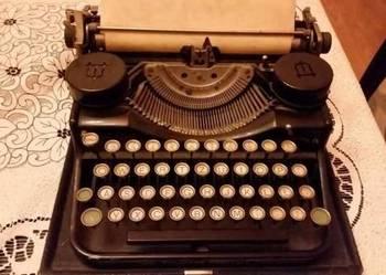 Zabytkowa maszyna do pisania Underwood z 1942 r