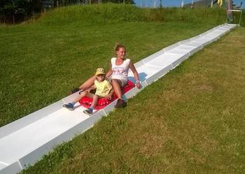 Zjeżdżalnia wodna pontonowa segmentowa