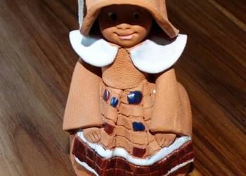 Dzwoneczek gliniany dziewczynka rękodzieło Litwa kolekcja