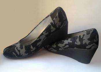 Firmowe pantofle. Półbuty. But-Style