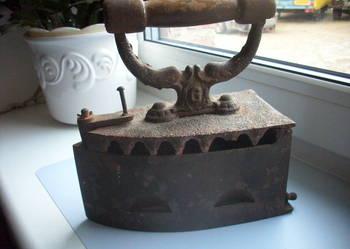 Ok.100 letnie.Oryginał.Stare żelazko na węgiel.Sygnowane.