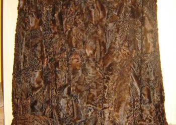 Futro z łapek karakułowych w kolorze brązowym
