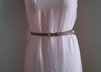 Sukienka w groszki w kropki z paskiem różowa