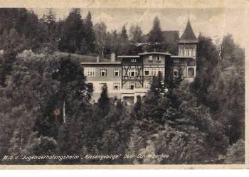 Szklarska Poręba Górna - widok na budynek schroniska młodzie