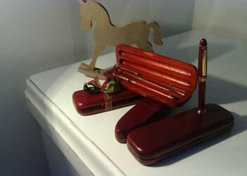 Długopisy w drewnianym, eleganckim etui