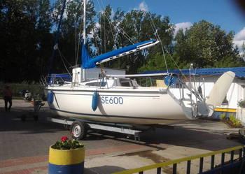 Sprzedam jacht Sportina 680 z 1998 r. z silnikiem 2-suw. 5KM