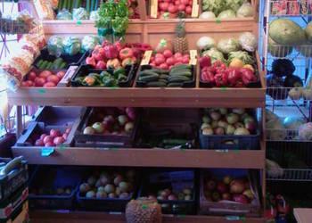 Regał sklepowy drewniany na owoce, warzywa