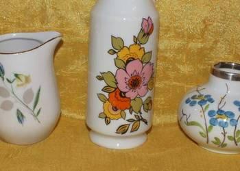 Komplet ręcznie malowanych wazoników z porcelany