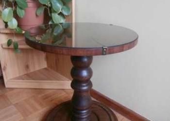 stolik kawowy z okrągłym blatem