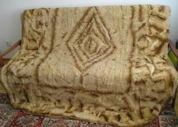Narzuta - kapa na łóżko z 3 poduszkami
