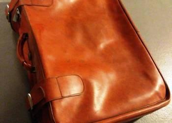 Skórzana walizka zamykana z lat 80-tych
