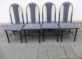 Komplet czterech krzeseł o metalowej konstrukcji 355