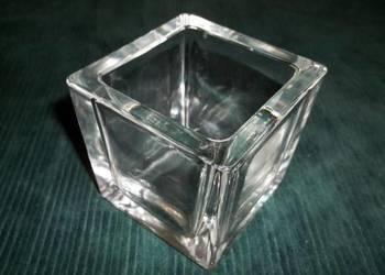 Kwadratowe szklane naczynie.Pojemnik szklany.