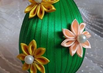 Jajko wielkanocne ze wstążki z kwiatami kanzashi Rekodzielo