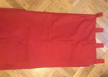 Zasłony w kolorze czerwonym