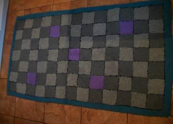 dywanik w kwadraty