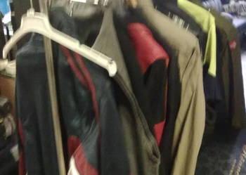 stojaki ubraniowe na kółkach