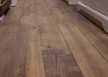 Stylowe podłogi drewniane, deska ręcznie postarzana.