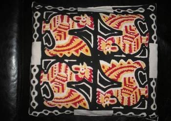 Używana poduszka z poszewką z tkaniny w koguty 41 cm x 46 cm