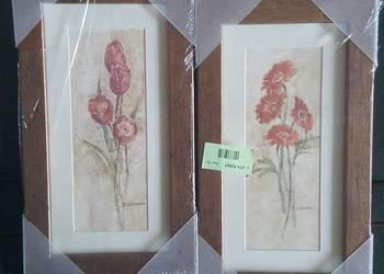 Obrazki kwiatów w drewnianej ramce