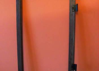 Stara okiennica ramka do zdjęć z metalowymi okuciami