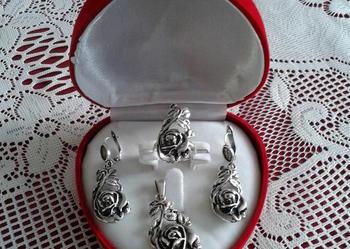 Piękne srebrne róże komplet