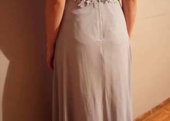 Szara, dluga, koronkowa sukienka na studniówkę